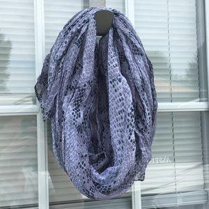 One scarf 🧣